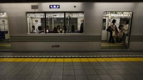 Tokyo-Metro-People-4