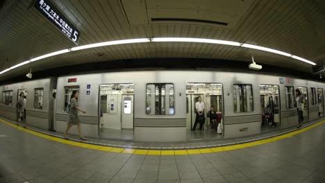 Tokyo-Metro-People-7