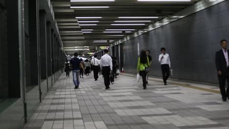 Tokyo-Subway-People-00