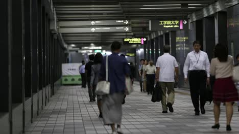 Tokyo-Subway-People-01
