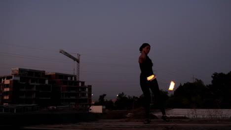 Mujer-bailando-con-fuego-00