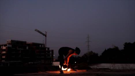 Frau-Tanzt-Mit-Feuer-04