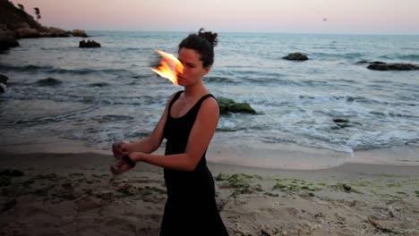 Frau-Tanzt-Mit-Feuer-09