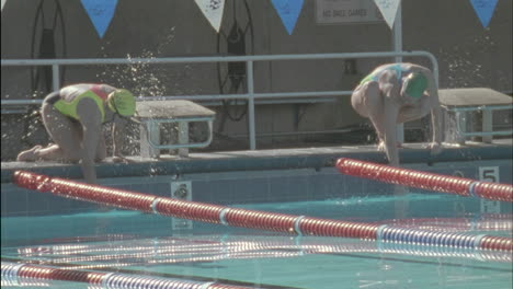 Swimmers-prepare-to-start-a-race