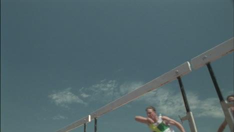 Atletas-Saltando-Vallas
