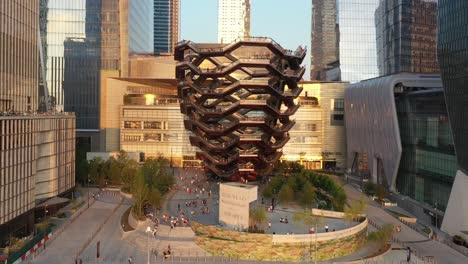 Antenne-Von-Touristen-Die-Das-Schiff-Besteigen-Eine-Künstlerische-Wendeltreppe-Im-Freien-In-Den-Hudson-Yards-Von-New-York-City-New-York