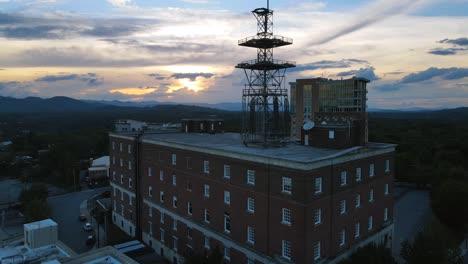 Antena-Sobre-El-Centro-De-Asheville-Carolina-Del-Norte-Al-Anochecer-2
