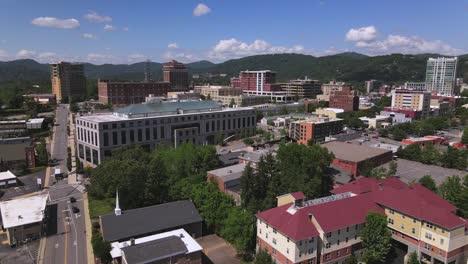 Antena-Sobre-El-Centro-De-Asheville-Carolina-Del-Norte-Al-Anochecer-4