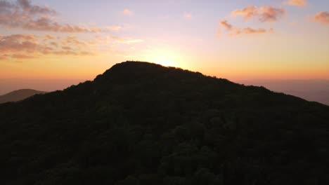 Vista-Aérea-Over-The-Blue-Ridge-Mountains-At-Sunset-Near-Asheville-North-Carolina-1