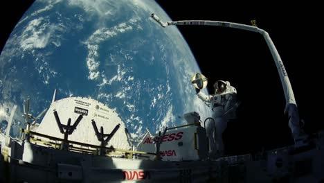 Tomas-De-La-Tierra-Desde-El-Espacio-Con-Un-Astronauta-En-Caminata-Espacial