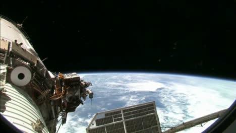 Pov-A-Través-De-La-Portilla-Del-Transbordador-Espacial-De-La-Tierra