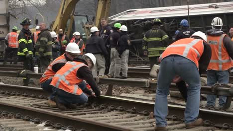 Footage-Of-The-Metro-North-Train-Derailment-In-Bronx-New-York-4