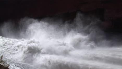 Suministros-De-Agua-De-Emergencia-Se-Liberan-De-La-Presa-De-Glen-Canyon-8