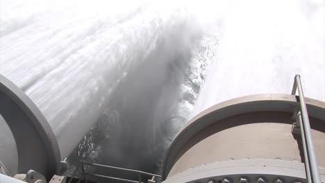 Los-Suministros-De-Agua-De-Emergencia-Se-Liberan-De-La-Presa-De-Glen-Canyon-12