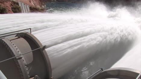 Los-Suministros-De-Agua-De-Emergencia-Se-Liberan-De-La-Presa-Del-Cañón-Glen-14