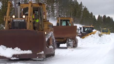 Quitanieves-Limpiar-Carreteras-En-El-Parque-Nacional-De-Yellowstone-