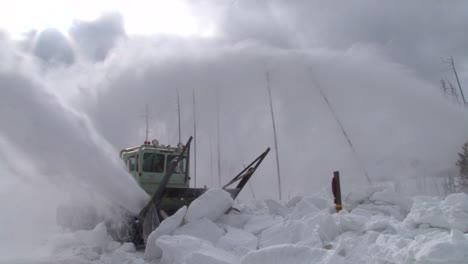 Quitanieves-Limpiar-Carreteras-En-El-Parque-Nacional-De-Yellowstone-2