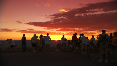 Tourists-Pause-At-The-Rim-Of-The-Grand-Canyon-At-Sunset
