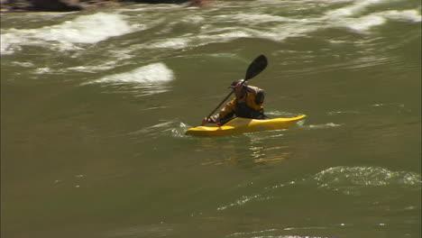 White-Water-Kayaker-Navigates-The-Grand-Canyon-2