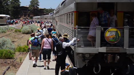 Tourists-Arrive-At-The-Grand-Canyon-By-Train