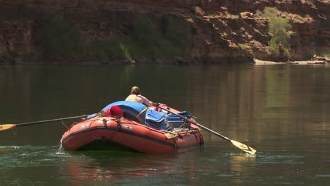 White-Water-Rafters-Navigate-The-Grand-Canyon-1