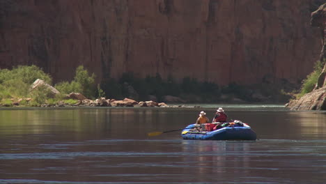 White-Water-Rafters-Navigate-The-Grand-Canyon-3