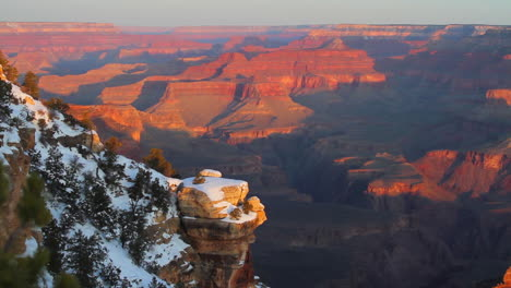 Grand-Canyon-Rim-At-Sunrise-Or-Sunset-In-Winter