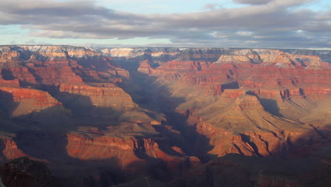 Grand-Canyon-Rim-At-Sunrise-Or-Sunset-In-Winter-1
