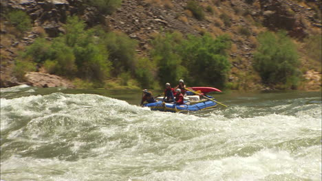 White-Water-Rafters-Navigate-The-Grand-Canyon-4