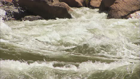 White-Water-Kayaker-Navigates-The-Grand-Canyon-3