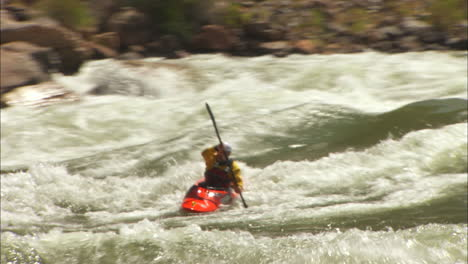 White-Water-Kayaker-Navigates-The-Grand-Canyon-4