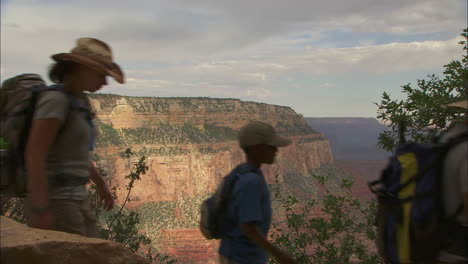 Rangers-Lead-A-Hiking-Group-In-The-Grand-Canyon-1