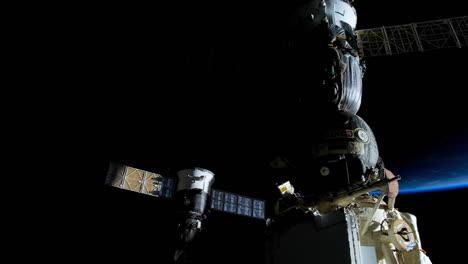 La-Estación-Espacial-Internacional-Vuela-Sobre-La-Tierra