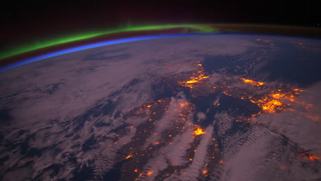 The-International-Space-Station-Flies-Over-The-Aurora-Borealis-4