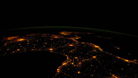 The-International-Espacio-Station-Flies-Over-The-Earth-At-Night-3