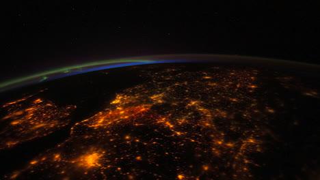 La-Estación-Espacial-Internacional-Sobrevuela-La-Tierra-De-Noche-4