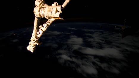 La-Estación-Espacial-Internacional-Vuela-Sobre-La-Tierra-Por-La-Noche-Con-Tormentas-Y-Rayos-Visibles-3