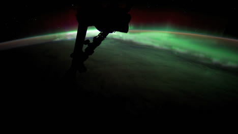 The-International-Space-Station-Flies-Over-The-Earth-With-Aurora-Borealis-Visible-3