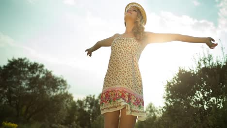 Mujer-verano-al-aire-libre-07