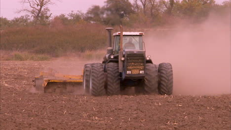 Farmers-Try-To-Plant-Crops-During-The-California-Drought