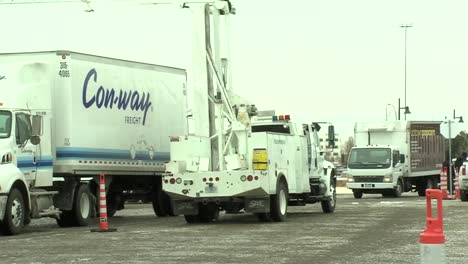 La-Protección-De-Aduanas-Y-Fronteras-De-EE-UU-Inspecciona-Los-Vehículos-Que-Ingresan-Al-Estadio-4-Del-Super-Bowl