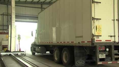 Gamma-Ray-Scanners-Are-Used-By-The-Us-Customs-And-Border-Patrol-To-Check-Truck-Cargo-At-The-Border