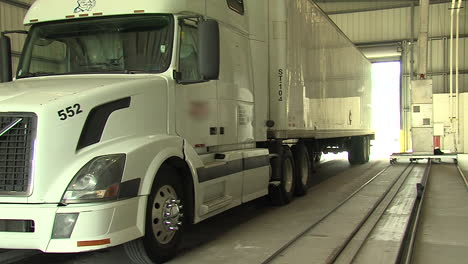 Gamma-Ray-Scanners-Are-Used-By-The-Us-Customs-And-Border-Patrol-To-Check-Truck-Cargo-At-The-Border-1