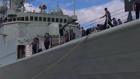 Un-Destructor-De-Misiles-Guiados-Atraca-En-La-Base-De-Hickam-En-Hawaii-