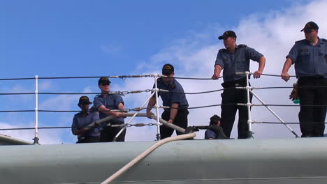 Un-Destructor-De-Misiles-Guiados-Atraca-En-La-Base-De-Hickam-En-Hawaii-1