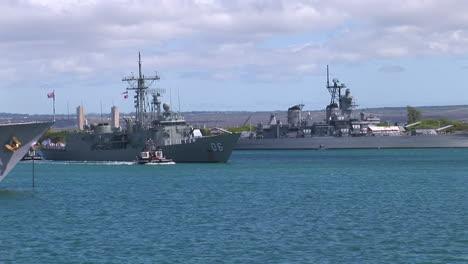 A-Royal-Australian-Navy-Guided-Missile-Frigate-Sails-Near-Hawaii