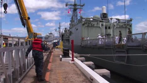 Una-Fragata-De-Misiles-Guiados-De-La-Armada-Real-Australiana-Atraca-En-Hawaii