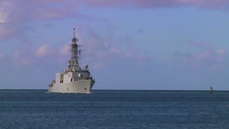 The-Canadian-Navy-Ship-Iroquois-Guided-Missile-Destroyer-Sails-Near-Hawaii