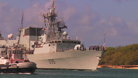 The-Canadian-Navy-Ship-Calgary-Halifax-Class-Frigate-Sails-Near-Hawaii-1
