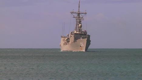 A-Royal-Australian-Navy-Guided-Missile-Frigate-Sails-Near-Hawaii-2